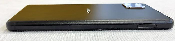 ワイモバイル AQUOS sense4 basic 外観 SIMスロット